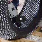 Voilà comment fabriquer des pneus cloutés !