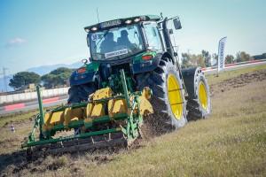 Tracteur équipé des pneus VT-TRACTOR