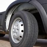 Avon double le nombre de tailles de ses pneus AV11 pour utilitaires légers